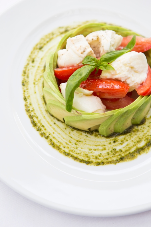 Insalata Tricolore mozzarella, plum tomato & avocado salad based with pesto sauce (v) (n) gf -ú7.5 (1)