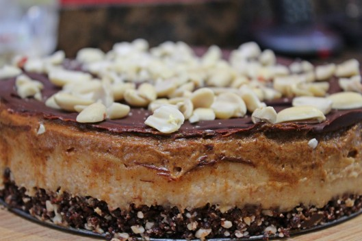 snickers-raw-cake_